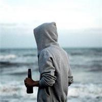 男人一个人孤单的图片