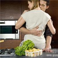 老公在厨房要了口述:在厨房里啪啪啪,老婆半裸在厨房做饭【图文】