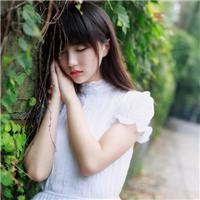 白色衣服美女侧面图片