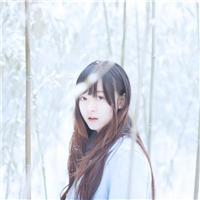 冬天长发美女背影图片:美女背影图片长发侧脸