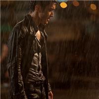 淋雨图片伤感不打伞男:男人淋雨图片唯美