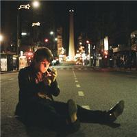 孤独流泪的男人图片:沧桑伤感的男人图片
