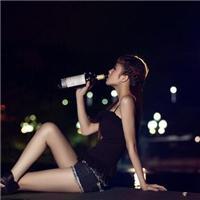 晚上女人喝酒图片:女人喝酒唯美图片
