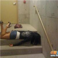喝醉的女人的下场图片:女人喝多酒的丑态图片