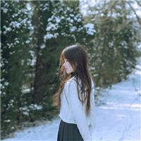 雪中美女背影写真图片:冬天美女背影图片