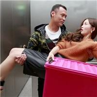 激情侣在电梯肉视频~