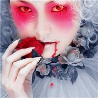 带血玫瑰女生图片大全:拿玫瑰带血的图片唯美