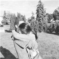 总有一天 你会不需要轰轰烈烈的爱情 你想要的只是一个不会离开你的人