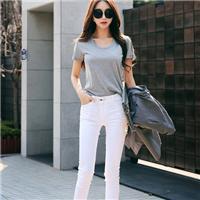 高中女生穿白色紧身裤 女人的白色紧身裤子