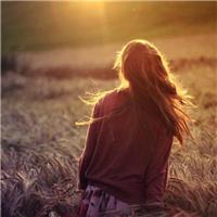夕阳美女背影图片:夕阳美女唯美意境图片