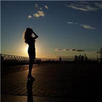 黄昏背影图片女伤感 美女夕阳背影图片唯美