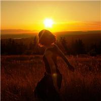 夕阳下背影女孩忧伤 夕阳下孤独背影图片