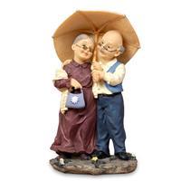 老头给老太太撑伞图片