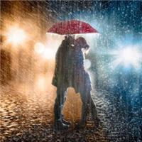 独自一人走在雨中图片