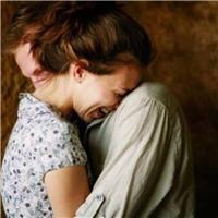 安慰的拥抱的图片