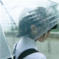 一个人雨中伤感淋雨