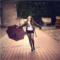 淋雨图片伤感女生版