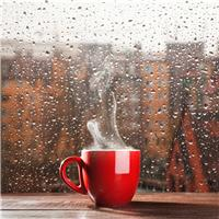 窗外下雨的图片唯美