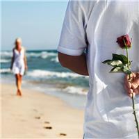 一生太短暂   所以遇到喜欢的人   就要认真喜欢。 