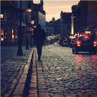 夕阳城市背影男孩伤感