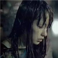 下雨美女淋雨图片
