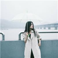 淋雨走路伤感图片唯美 下雨天照片伤感图片