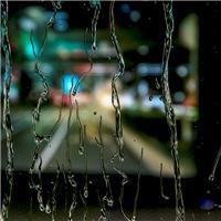 窗外图片唯美夜晚 夜晚窗外下雨的图片