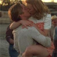 情侣拥抱瞬间动态图片