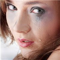 流泪哭的很伤心的图片