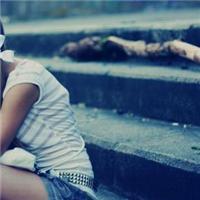悲伤流泪的图片女生
