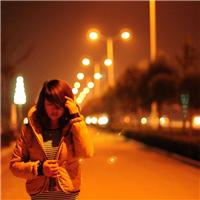 晚上一个人走夜路图片