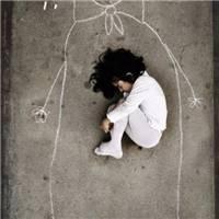当你感觉一个人特别无助时,第一时间你会想起谁?