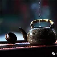 在又苦又甜的茶里,可以领悟到生活的本质和哲理.