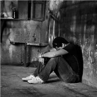 孤独一个人的伤感图片