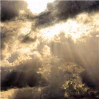 天空划过一片黑色云采,那是苦难者正在经历的爱情.