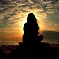 一个人孤独的图片女生心累的图片