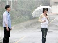 雨中淋雨伤感美女图片