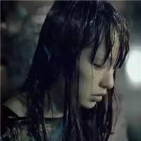 美女衬衫淋雨图片