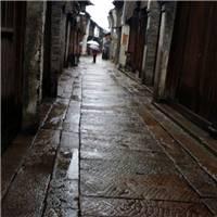 雨中漫步在古镇小道,朦胧之美,浪漫!