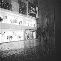 雨中的寂寞