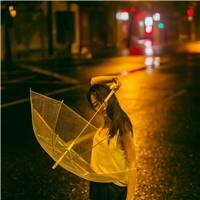 > 伤感雨中撑伞女孩唯美