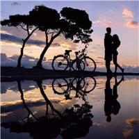 卡通情侣骑自行车浪漫图片