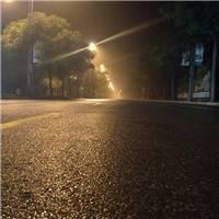 漫步街头,少了往日的噪杂,也少了往日的尘土飞扬