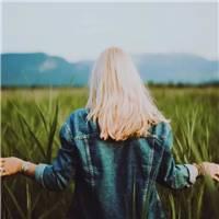 别去欺负一个善良的人, 因为善良的人不在善良时, 你连跪的机会都没