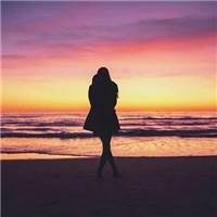 一个人的独处#背影#湖水#下雨