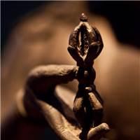 感情是讲究缘分的,属于你的那就跑不掉,不属于你的,强求也无济于世.#佛像