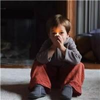 她们不是没脾气,只是更怕你受委屈.#小孩